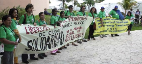 Waste pickers saying no to waste-to-energy false solutions and expressing solidarity for waste pickers imprisoned in Mexico's northern region.