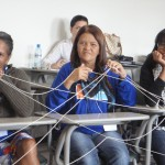 Catadoras participando da Dinâmica da Rede. Waste pickers participating in the Network Dynamic (activity).