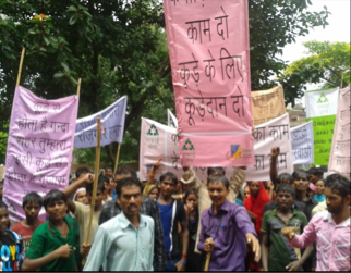 Safai Sena protesting the exploitation and extortion of waste pickers by private contractors. (Photo: Safai Sena)