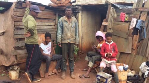 catadores vivendo em miseria