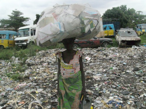 Woman waste picker in DRC. Photo credit: NGO LDFC.