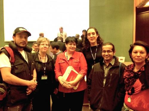 A delegação de catadores com a Sharan Burrow, secretaria geral da Confederação Internacional de Sindicatos (ITUC). Foto: Justina Pena-Pan.