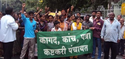 india-rally-holding-sign-e1373319315219