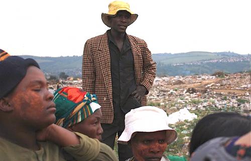 Les récupérateurs à la décharge de Marionhill, située à l'extérieur de Durban, en Afrique du Sud  Crédit photo : Deia de Brito