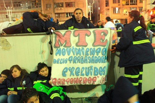 The Movement of Excluded Workers (MTE) at a vigil during World Youth Week. (photo: Deia de Brito)