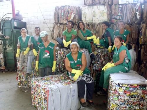 Catadores da cooperativa Cruma de Poá. Foto: MNCR.